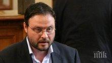 """""""Атака"""" използвали Бареков само за контакт. Депутат на Волен Сидеров: Ако иска и учител по физическо да става"""