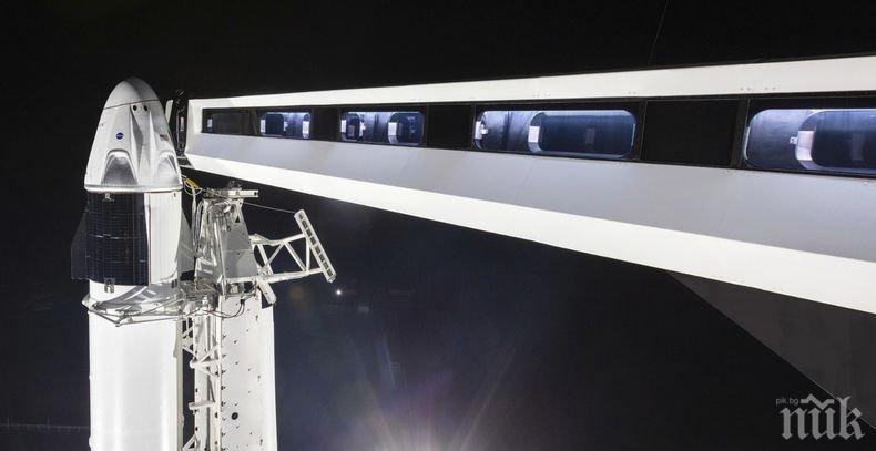 """НАСА даде зелена светлина за полета на новата капсула на """"Спейс екс"""""""