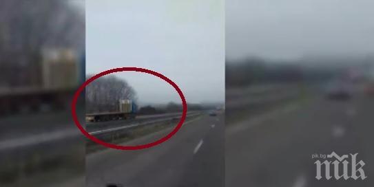"""ТИР лети с над 100 км/ч в насрещното по магистрала """"Хемус"""", по чудо се разминава без инцидент"""