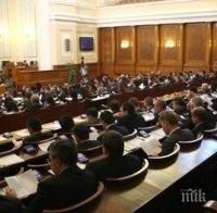 парламентът обсъжда промени свързани отсъствията пленарна зала