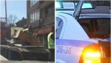 ПЪРВО В ПИК TV: Жестока тапа около Румънското посолство - багер падна от камион и запуши движението (ОБНОВЕНА)