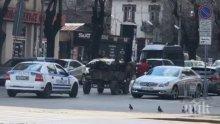 СКАНДАЛНО ВИДЕО В ПИК TV: Полицейска патрулка съпровожда циганин с каруца насред София. Правят кордон на нарушителя