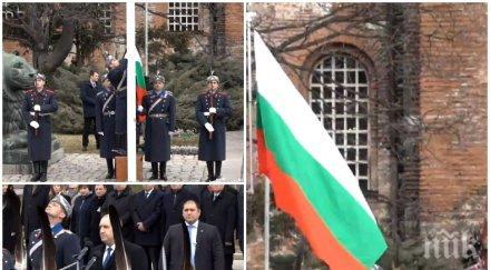 ИЗВЪНРЕДНО В ПИК TV: Издигат трибагреника навръх националния празник (обновена)