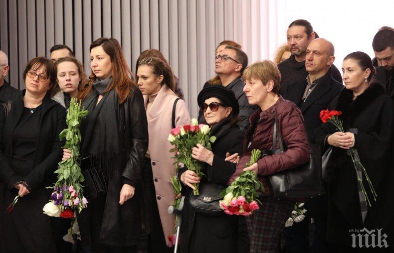 Приятели и близки си взеха последно сбогом с Весела Тотева