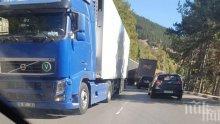 Аварирал тир заприщи пътя Монтана - Видин