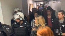Граждански протести в Сърбия: Нахлуха в държавната телевизия (СНИМКИ)