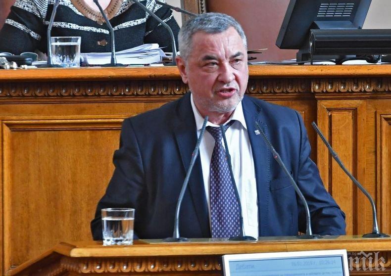 Парламентът прие промените на Валери Симеонов за ред при преместваемите обекти