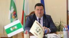 Кметът на община Трявна връчи грамоти на коректните данъкоплатци от туристическия бранш