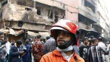 Пламна офис сграда в Дака (СНИМКИ)