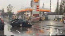 ПЪРВО В ПИК: Зверско меле в София - БМВ се размаза зловещо в дъжда (ВИДЕО)
