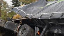 ТЕЖКА КАТАСТРОФА: ТИР се обърна край Кресна и затвори Е-79, шофьорът е ранен