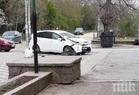 Социалният зам.-кмет на Пловдив се разби с колата си