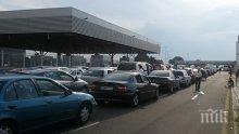 Турция се напълни с изоставени на границата български коли, шофьорите им се прибират пеш