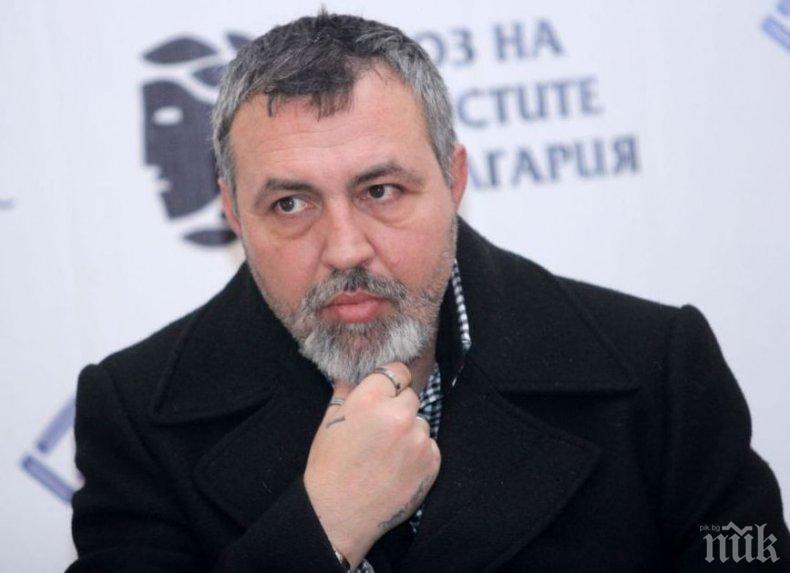 СТРАШНА ЗАГУБА: Христо Мутафчиев погребва баща си