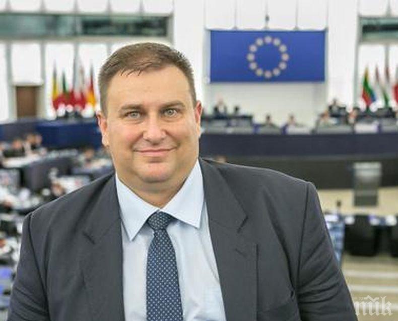 """Емил Радев е първият български евродепутат, подписал споразумението """"Гласувай за животните"""""""