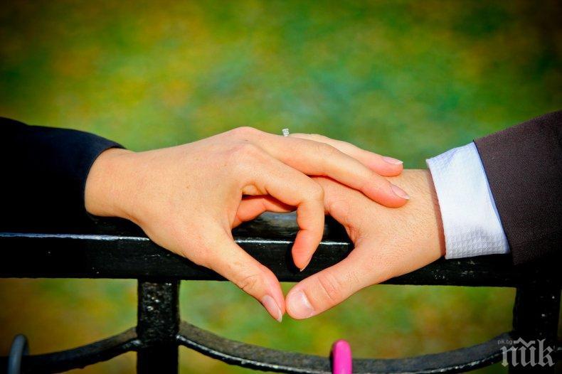 ГОРЧИВО: Актьор предложи брак на колежка по време на премиера на спектакъл в Търговище