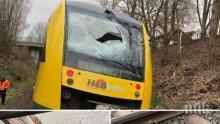 НА КОСЪМ ОТ ТРАГЕДИЯ: Преградиха жп линия в Германия с капаци от шахти, влак се натресе в барикадата