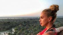 БЕЗ ЗАДРЪЖКИ: Мис Плеймейт излезе на терасата чисто гола (СНИМКА 18+)