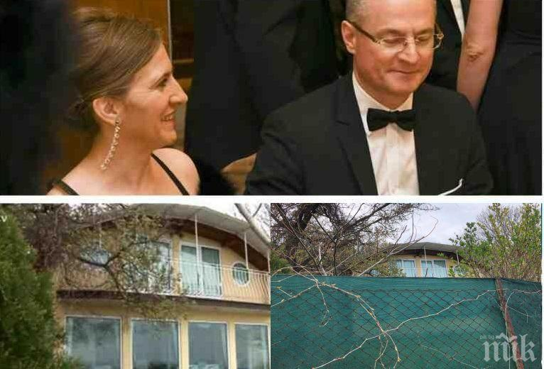 СЛЕД РАЗКРИТИЕТО НА ПИК ЗА МОРСКИЯ ИМОТ НА СЪДИЯ № 1: Лозан Панов дегизира вилата си, а критикува другите, че се крият от комшиите (СНИМКИ)