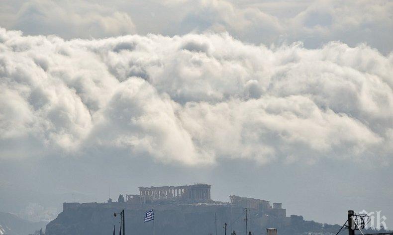ИЗВЪНРЕДНО: Мълния удари Акропола в Атина, има и ранени (СНИМКИ)