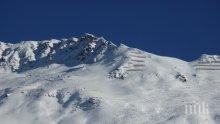 Лавина погреба трима алпинисти в Канада