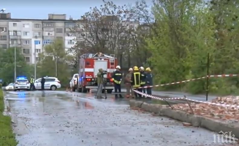ИЗВЪНРЕДНО: Стена на бивша казарма рухна и уби човек