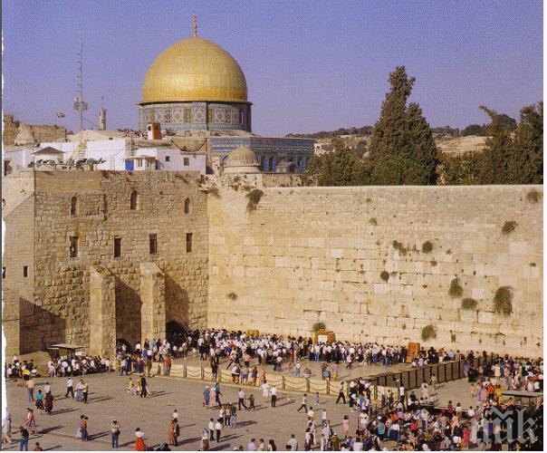 Католици празнуват Великден в църквата на Божи гроб в Йерусалим