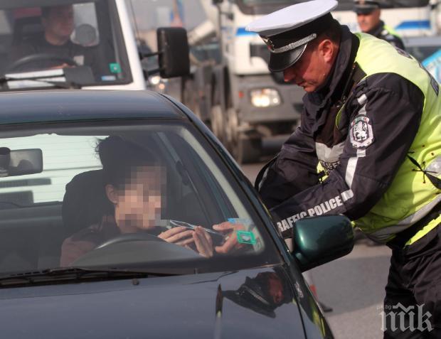 БЕЗУМИЕ: Надрусаният Христо подкара кола с фалшиви номера и без книжка, загази яко
