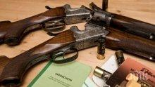 Дядо къта в дома си автомат, пушки и бомби
