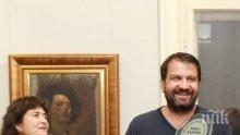 """ЗА ВТОРИ ПЪТ: Ники Кънчев грабна отличието """"Татко на годината"""" - щерка му събра 400 лева за деца с проблеми"""