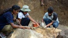 Първото масово погребение на жертвите от атентатите бе извършено в Шри Ланка