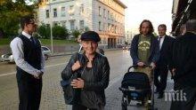 """""""Моралната"""" Елена Йончева ще подаде ли оставка за схемата """"къща за гости"""", както Манолев?"""