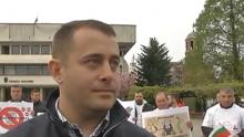 Служители на фирми за дърводобив в Севлиево на протест! Кметът знае за проблемите, но нехае