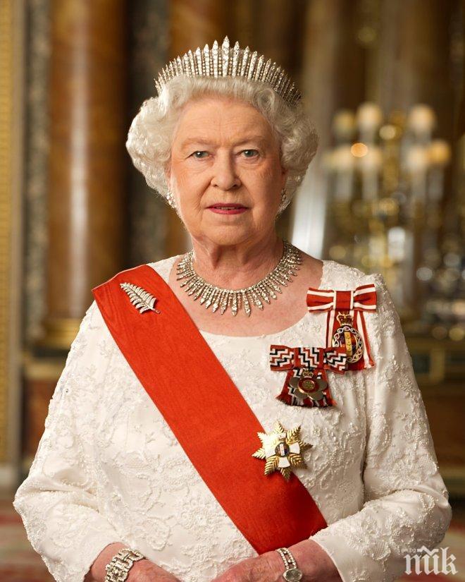 Елизабет II се върна към кралските си задължения