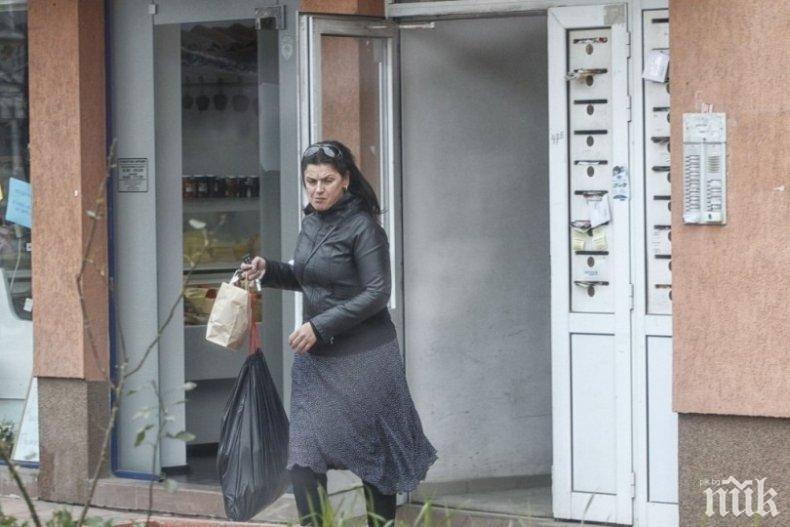 """САМО В ПИК И """"РЕТРО"""": Бащата на Ани Салич издъхнал в ръцете ѝ"""