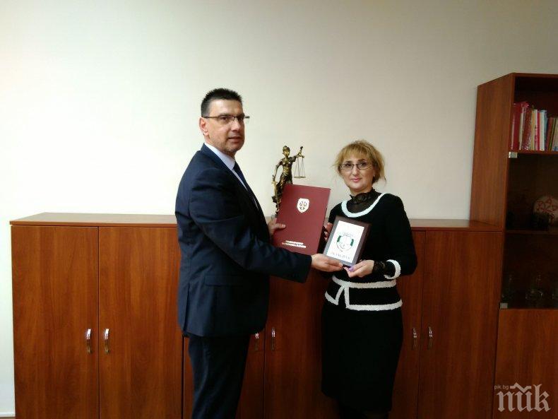 Сотир Цацаров награди прокурори в Бургас