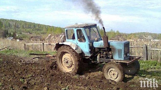 Преобърнал се трактор уби човек