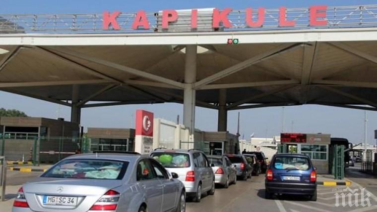 """ТАПА: Турската система на ГКПП """"Капъкуле"""" се срина. Опашката от автомобили се увеличава"""
