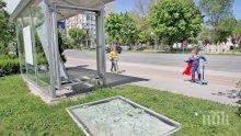 Вандали потрошиха десетки спирки в Пловдив