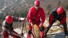 АКЦИЯ: Спасиха горски служител, пропаднал в пещера