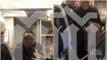 ФОТО УДАР В ПИК: Вижте Ветко Арабаджиев в самолета за София - бизнесменът е с белезници, но в добро настроение, двама полицаи го пазят (СНИМКИ/ВИДЕО)