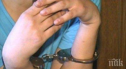 Откриха наркотици и незаконно оръжие в дома на жена от село в Монтанско