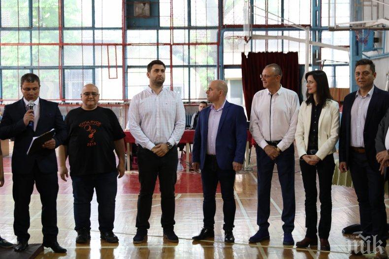 """Мария Габриел и Андрей Новаков присъстваха на откриването на осмия международен турнир по вдигане на тежести """"Купа Русе 2019"""""""