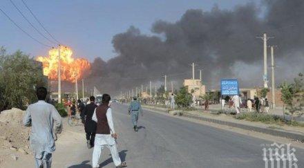Взривове, стрелба и хаос в Кабул