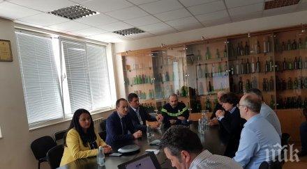 Андрей Ковачев и Лиляна Павлова посетиха завод за производство на стъклени бутилки