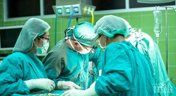 """Екипи на ВМА и """"Пирогов"""" оперираха 11-месечно дете с рядък тумор"""