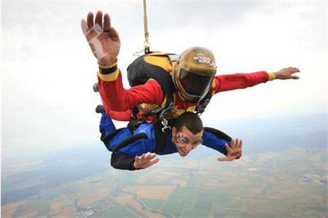Рафи скочи с парашут от 3500 метра