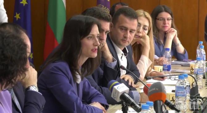 Мария Габриел в Асеновград: Искаме да градим, а не да се конфронтираме и делим