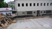ПЪЛЕН ШАШ: Строят жилищен блок в двора на бургаско училище (СНИМКИ)