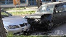 ОТ ПОСЛЕДНИТЕ МИНУТИ: Две коли се натресоха в центъра на Пловдив (ВИДЕО)